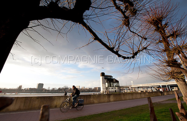 Impressions of the Plantinkaai and bicycle path along the Scheldt river in Antwerp (Belgium, 26/02/2014)