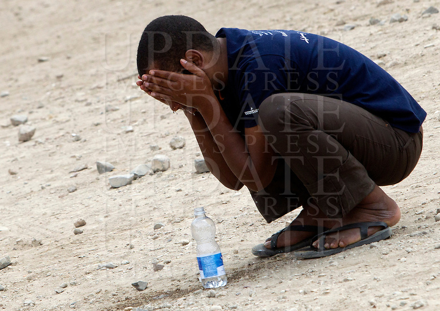 Un migrante si lava il volto nella tendopoli allestita presso la stazione Tiburtina a Roma, 16 giugno 2015.<br /> A migrants washes his face in the tent camp set up near the Tiburtina railway station in Rome, 16 June 2015. Italy is facing a huge flow of migrants brought to Sicily after rescue at sea, many of whom are trying to join their relatives in northern Europe. <br /> UPDATE IMAGES PRESS/Riccardo De Luca