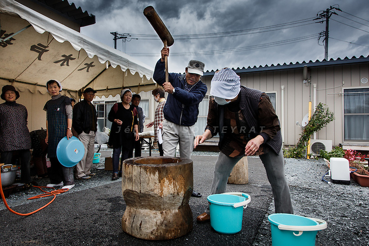 Minami-Soma, Fukushima prefecture, November10 2013 - An event organized by volunteers for making and eating mochi (rice cake) at a temporary housing site for refugees from Futaba, in the no-go zone.