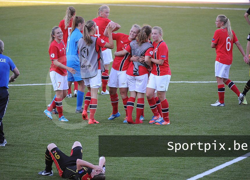 20140718 - Tonsberg , NORWAY : Norway pictured celebrating the win , with Belgian team being disappointed during the female soccer match between Women under 19 teams of Norway and Belgium , on the second matchday in group A of the UEFA Women Under19 European Championship at Tonsberg Stadion , Norway . Friday 18th July 2014 . PHOTO DAVID CATRY