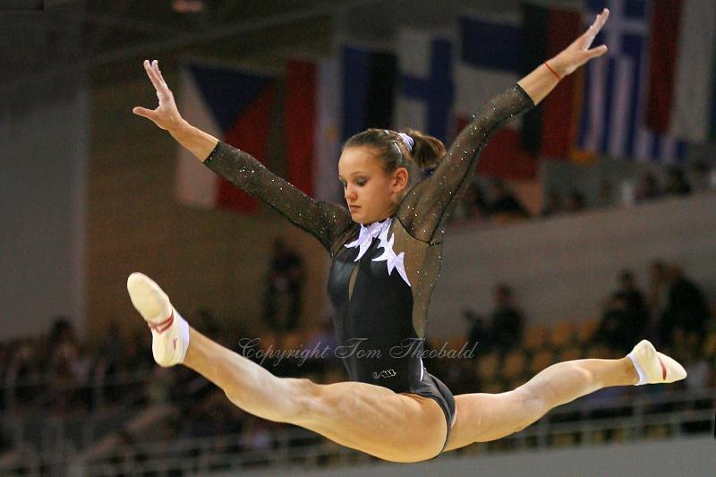 Oct 18, 2006; Aarhus, Denmark; Dariya Zgoba performs split leap on balance beam during women's team final competition at 2006 World Championships Artistic Gymnastics.