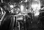 Índios guarani Kaiowás, Mato Grosso do Sul - outubro de 2000. Cezar estudando na escola da Aldeia Takuára, área de conflito no município Caarapó, MS..Indians Guarani Kaiowás, Mato Grosso do Sul - October of 2000. Cézar studying at Aldeia Takuára's school, conflict area in the municipal district Caarapó, MS..Índios guarani Kaiowás, Mato Grosso do Sul - outubro de 2000. Cezar estudando na escola da Aldeia Takuára, área de conflito no município Caarapó, MS..Indians Guarani Kaiowás, Mato Grosso do Sul - October of 2000. Cézar studying at Aldeia Takuára's school, conflict area in the municipal district Caarapó, MS.