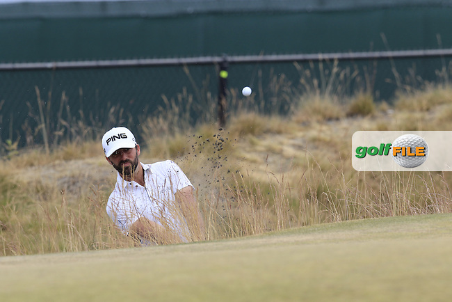 John PARRY (ENG) chips from the sand at the 17th green during Thursday's Round 1 of the 2015 U.S. Open 115th National Championship held at Chambers Bay, Seattle, Washington, USA. 6/18/2015.<br /> Picture: Golffile | Eoin Clarke<br /> <br /> <br /> <br /> <br /> All photo usage must carry mandatory copyright credit (&copy; Golffile | Eoin Clarke)