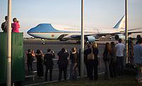 Medienvertreter beobachten am Dienstag (18.06.13) am Flughafen Tegel in Berlin die Ankunft des Flugzeugs des US-amerikanische Praesidenten Barack Obama. <br /> Foto: Axel Schmidt/CommonLens