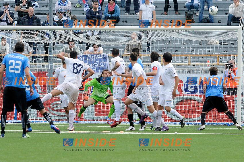 Gol di Giuseppe Mascara (Novara).Novara, 25/04/2012 .Football Calcio 2011/2012 .Novara vs Lazio.Campionato di calcio Serie A.Foto Insidefoto