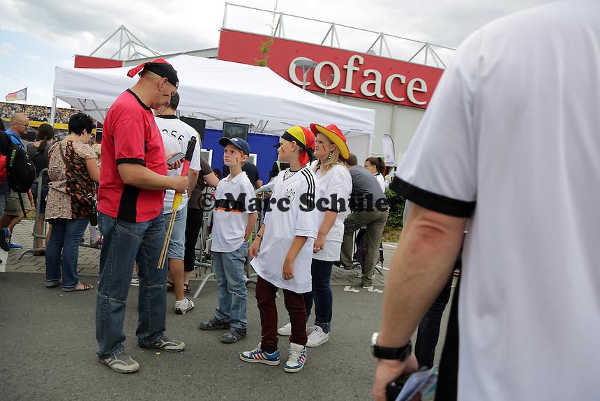 großer Andrang an der Coface Arena - Oeffentliches Training der Deutschen Nationalmannschaft, Coface Arena Mainz