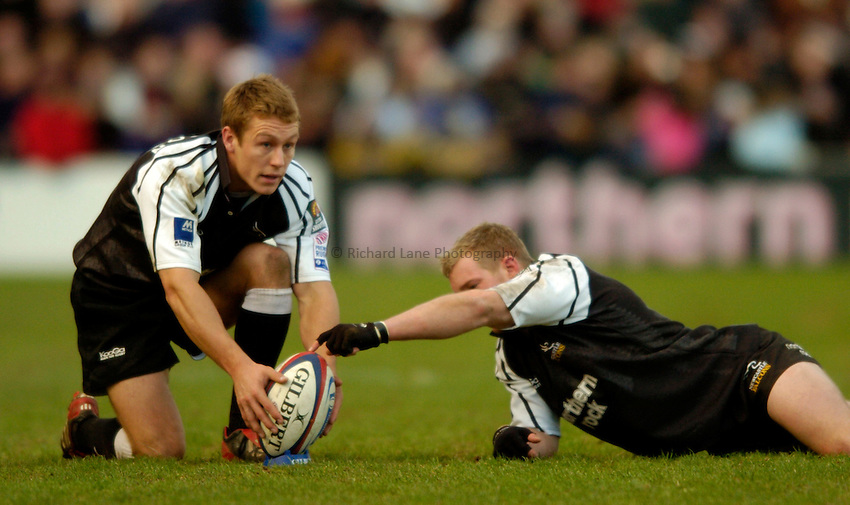 Photo. Jed Wee..Newcastle Falcons v Northampton Saints, Zurich Premiership, Kingston Park, Newcastle. 28/12/2003..Newcastle's Jonny Wilkinson lines up a kick with the help of Jamie Noon.