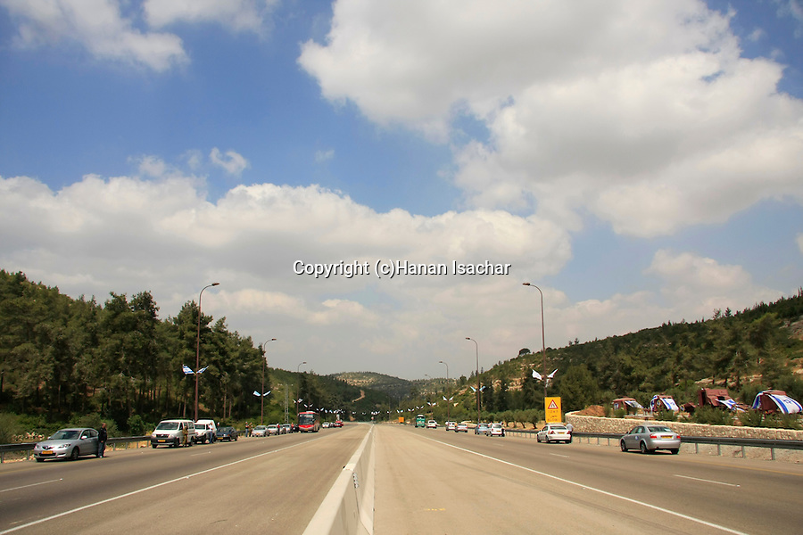 Israel, Memorial Day at the Jerusalem-Tel Aviv Highway