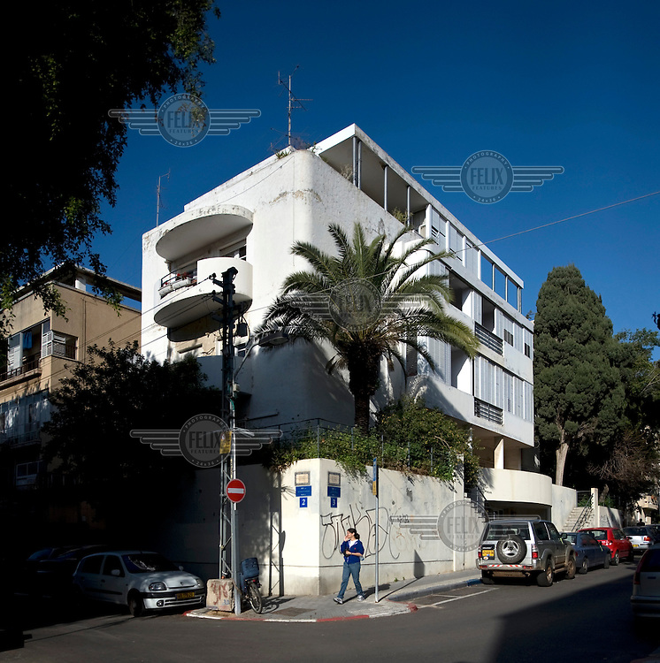 The Bauhaus style Dunkelblum House at 3 Yael Street built by architect Oskar Kaufmann in 1935. Tel Aviv is known as the White City in reference to its collection of 4,000 Bauhaus style buildings, the largest number in any city in the world. In 2003 the Bauhaus neighbourhoods of Tel Aviv were placed on the UNESCO World Heritage List.