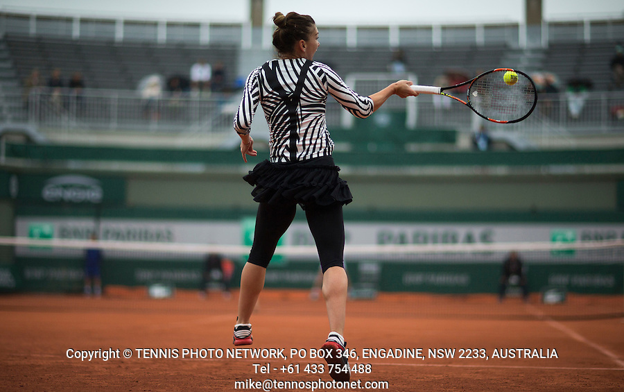 SIMONA HALEP (ROU)<br /> <br /> TENNIS - FRENCH OPEN - ROLAND GARROS - ATP - WTA - ITF - GRAND SLAM - CHAMPIONSHIPS - PARIS - FRANCE - 2016  <br /> <br /> <br /> <br /> &copy; TENNIS PHOTO NETWORK