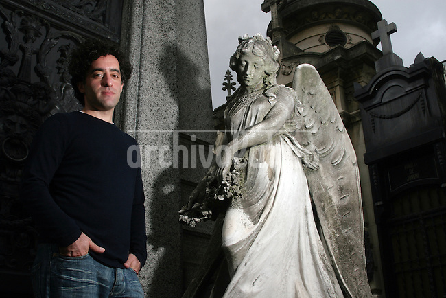 American writer Nathan Englander pose for a picture at the Recoleta Cementery in Buenos Aires, Argentina, where take action part of his last book, the Ministry of Special cases