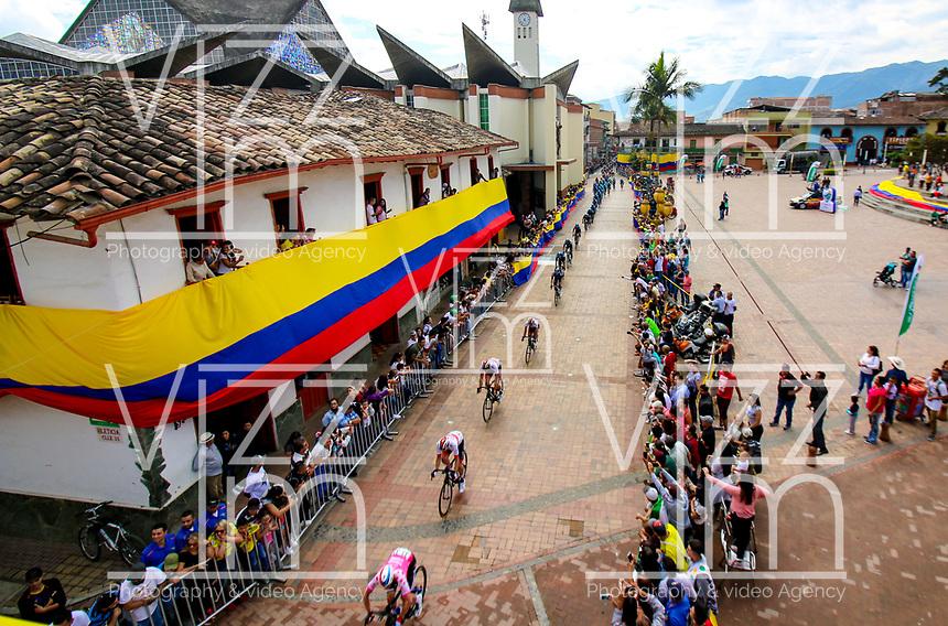 MEDELLIN - COLOMBIA, 13-02-2019: El pelotón principal durante la segunda etapa del Tour Colombia 2.1 2019 con un recorrido de 150.5 Km, que se corrió entre La Ceja Canadá - Carmen de Viboral - Rionegro - Canadá - La Ceja. / The main group during the second stage of 150.5 km of Tour Colombia 2.1 2019 that ran through La Ceja Canada - Carmen de Viboral - Rionegro - Canada - La Ceja.  Photo: VizzorImage / Anderson Bonilla / Cont