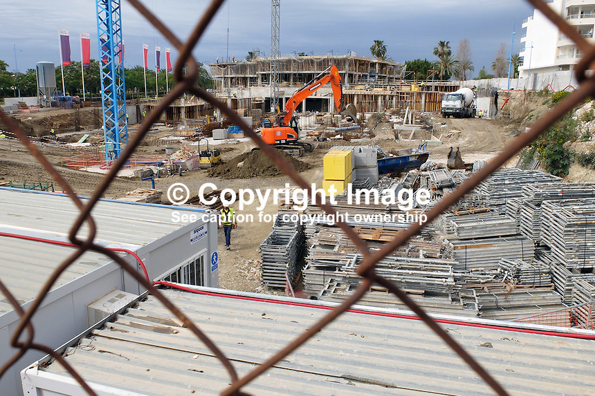 Apartment construction, Taylor Wimpey site, San Pedro de Alcantara, Marbella, Spain, April, 2016. Completed Taylor Wimpey apartments on right of picture. 201604192435<br />