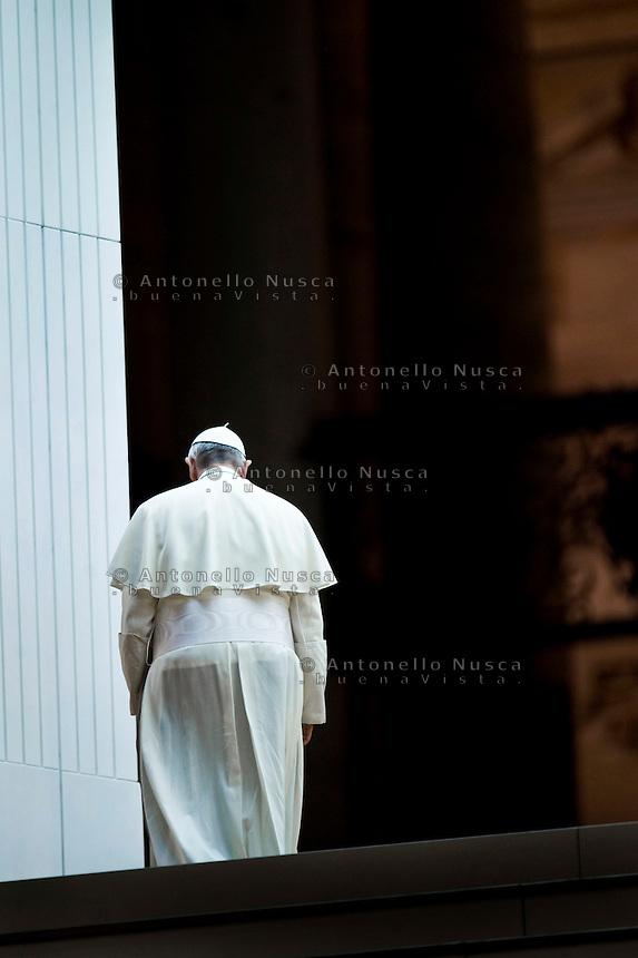 Papa Francesco lascia Piazza San Pietro dopo una funzione religiosa.