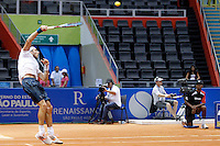 SAO PAULO 27 DE FEVEREIRO DE 2014 - BRASIL OPEN SAO PAULO 2014 - O tenista argentino Juan Monaco (faixa branca na cabeça) enfrentou no início de tarde de hoje, 27, o tenista espanhol Albert Ramos (de boné branco). O Brasil Open acontece no Ginásio do Ibirapuera, na cidade de São Paulo durante os dias 22 de fevereiro a 02 de março. foto: Paulo Fischer/ Brazil Photo Press.