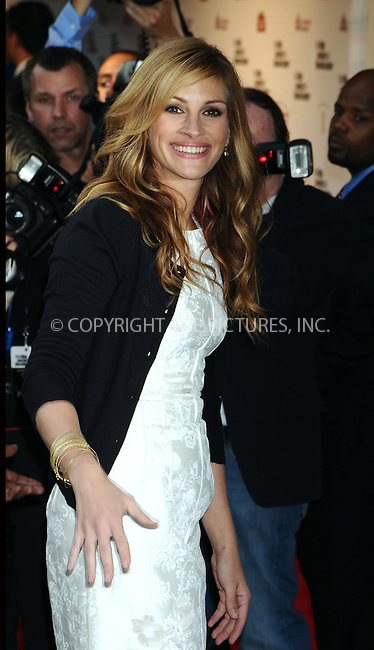 WWW.ACEPIXS.COM . . . . . ....April 27 2009, New York City....Actress Julia Roberts arriving at the 36th Film Society of Lincoln Center's Gala Tribute honouring Tom Hanks at Alice Tully Hall on April 27, 2009 in New York City.....Please byline: AJ SOKALNER - ACEPIXS.COM.. . . . . . ..Ace Pictures, Inc:  ..tel: (212) 243 8787 or (646) 769 0430..e-mail: info@acepixs.com..web: http://www.acepixs.com