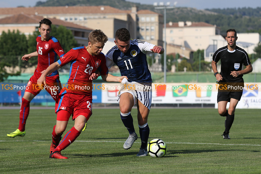 Michal Hlavaty of Czech Republic gets to grips with Scotland's Adam Frizzell during Czech Republic Under-20 vs Scotland Under-20, Toulon Tournament Football at Stade d'Honneur Marcel Roustan on 31st May 2017