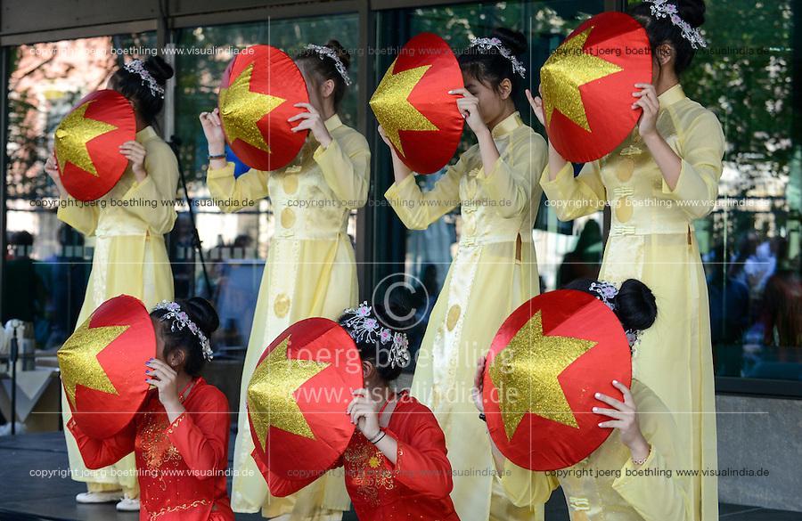 BMZ Tag der offenen Tür 2015, Hauptbühne, Tanzgruppe Dan Bau, Vietnam