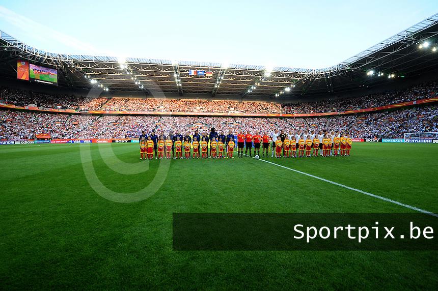Fifa Women's World Cup Germany 2011 : France - Germany ( Frankrijk - Duitsland ) at Munchengladbach World Cup stadium : de 2 ploegen bij de voorstelling.foto DAVID CATRY / Vrouwenteam.be