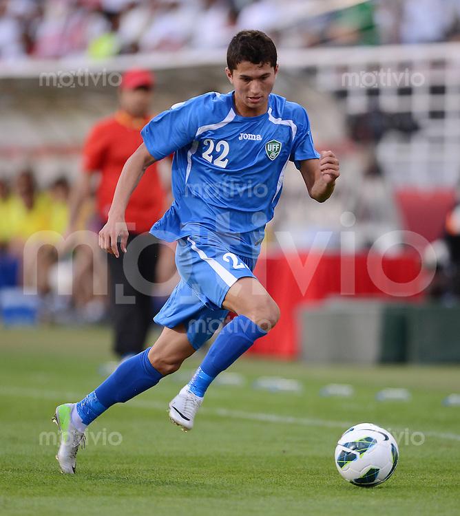 FUSSBALL   INTERNATIONAL    Vereinigte Arabische Emirate - Usbekistan     22.03.2013 Shoheuh GADOEV (Usbekistan) am Ball