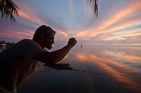 DAMIEN HOBGOOD (USA) photographing the sunset at Teahupoo, Tahiti, Thursday May 7 2009. Photo: joliphotos.com