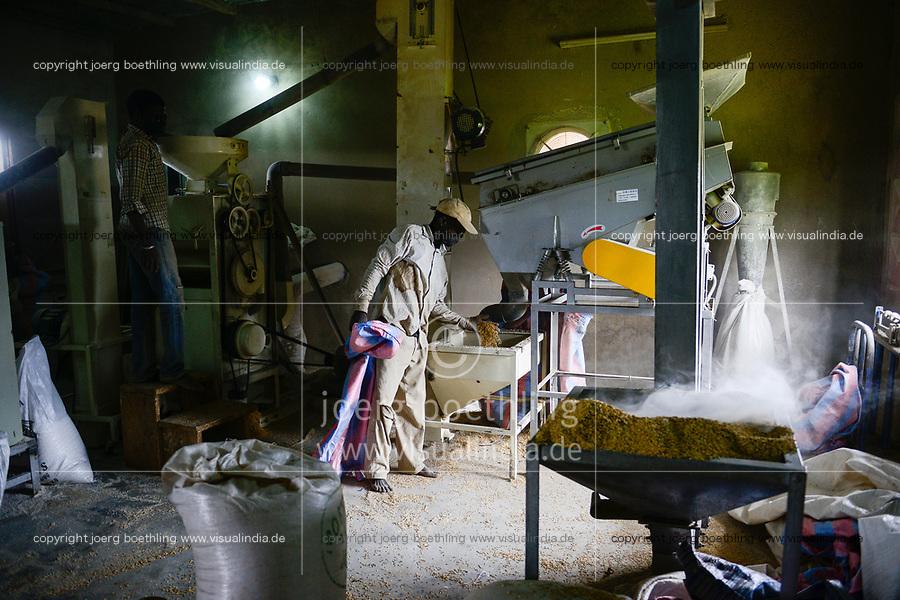 BURKINA FASO, Bobo Dioulasso, village Bama, small rice mill / Dorf Bama, WSK Reis, kleine  Reismuehle