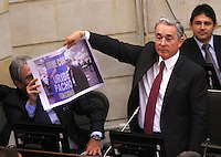 BOGOTA -COLOMBIA. 17-SEPTIEMBRE-2014. El senador  y expresidente de Colombia Alvaro Uribe ataca a Yimmy Chamorro senador y  presidente de la Comision Segunda del senado de financiar su campaña con dineros del narcotrafico  .Debate convocado por el senador Ivan Cepeda contra el senador Alvaro Uribe sobre paramilitarismo. / Senator and former president of Colombia Alvaro Uribe attacks Yimmy Chamorro senator and president of the Commission Second Senate finance his campaign with money from drug trafficking .Debate convened by Senator Ivan Cepeda against Senator Alvaro Uribe on paramilitary. Photo: VizzorImage/ Felipe Caicedo / Staff