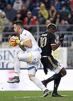 Calcio, Serie A: Frosinone vs Juventus. Frosinone, stadio Comunale, 7 febbraio 2016.<br /> Frosinone's goalkeeper Nicola Leali, left, grabs the ball past Paul Pogba during the Italian Serie A football match between Frosinone and Juventus at Frosinone's Comunale stadium, 7 January 2016.<br /> UPDATE IMAGES PRESS/Isabella Bonotto