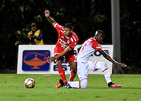 BOGOTA - COLOMBIA -29 -10-2016: Jhon Duque (Izq.) jugador de Fortaleza C.E.I.F, disputa el balón con Cristian Borja (Der.) jugador de Independiente Santa Fe, durante partido entre Fortaleza C.E.I.F, e Independiente Santa Fe, por la fecha 18 de la Liga Aguila II-2016, jugado en el estadio Metropolitano de Techo de la ciudad de Bogota. / Jhon Duque (L) player of Fortaleza C.E.I.F, vies for the ball with con Cristian Borja (R) player of Independiente Santa Fe, during a match between Fortaleza C.E.I.F, and Independiente Santa Fe, for the  date 18 of the Liga Aguila II-2016 at the Metropolitano de Techo Stadium in Bogota city, Photo: VizzorImage  / Luis Ramirez / Staff.