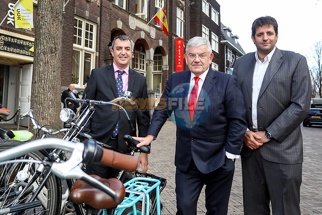 Utrecht and Noord-Brabant will form the official start of La Vuelta together in 2020. Vuelta Director, Javier Guillén, informed the Mayor of Utrecht, Jan van Zanen, of this on Monday and the both made the official announcement in Utrecht. The team presentation, the start with a team time trial and the finish of the second stage are to be held in Utrecht in August. The second stage will start in 's-Hertogenbosch, while all of the third stage will cover the Province of Noord-Brabant, starting and finishing in Breda. Utrecht, Netherlands. 12th December 2018.<br /> Picture: Unipublic/Menno Ringnalda | Cyclefile<br /> <br /> <br /> All photos usage must carry mandatory copyright credit (© Cyclefile | Unipublic/Menno Ringnalda)