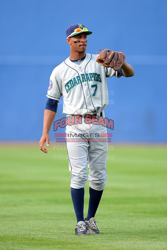 Cedar Rapids Kernels outfielder Byron Buxton #7 warms up before a game against the Beloit Snappers on May 22, 2013 at Pohlman Field in Beloit, Wisconsin.  Beloit defeated Cedar Rapids 7-6.  (Mike Janes/Four Seam Images)