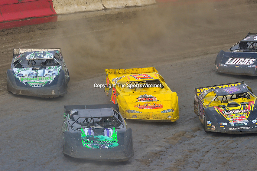 Feb 06, 2010; 3:43:33 PM; Gibsonton, FL., USA; The Lucas Oil Dirt Late Model Racing Series running The 34th Annual Dart WinterNationals at East Bay Raceway Park.  Mandatory Credit: (thesportswire.net)