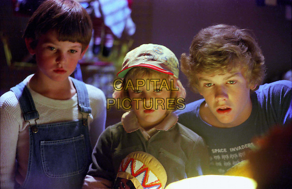 HENRY THOMAS, DREW BARRYMORE & ROBERT MacNAUGHTON.in E.T. The Extra Terrestrial-20th Anniversary.Filmstill - Editorial Use Only.Ref: 11554.CAP/AWFF.Supplied by Capital Pictures