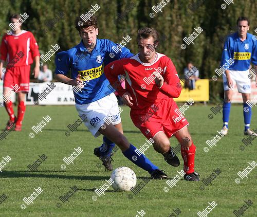 2007-10-07 / Voetbal / Ranst - Vosselaar / Geen namen want ze hadden geen copie van het wedstrijdblad en ik mocht tijdens de wedstrijd ook niet bij het originele wedstrijdblad. Voor het eerst sinds 6 jaar geen namen bij de foto's dankzij de amateurs van Ranst