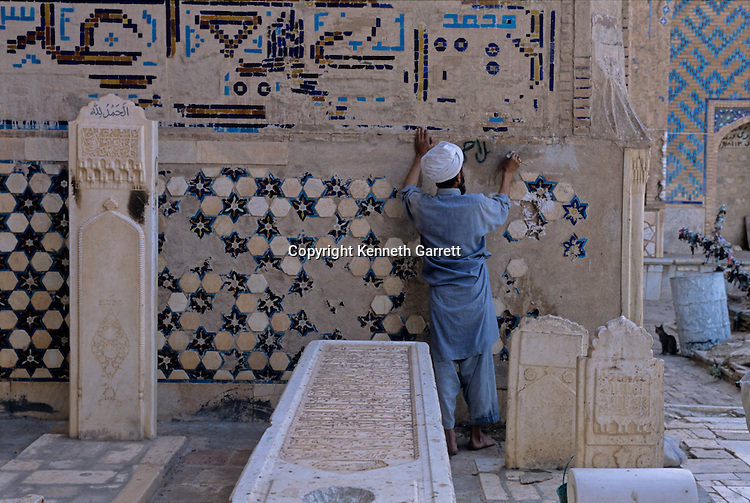 MM7167, Afghanistan, Gazar Gah, Sufi Temple, under renovation