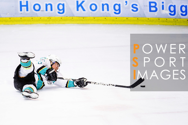 Medical Kings Skater #13 Fuk Hing So falls down during the Principal Standard League match between Medical Winner Kings vs Verity at the Mega Ice on 17 January 2017 in Hong Kong, China. Photo by Marcio Rodrigo Machado / Power Sport Images