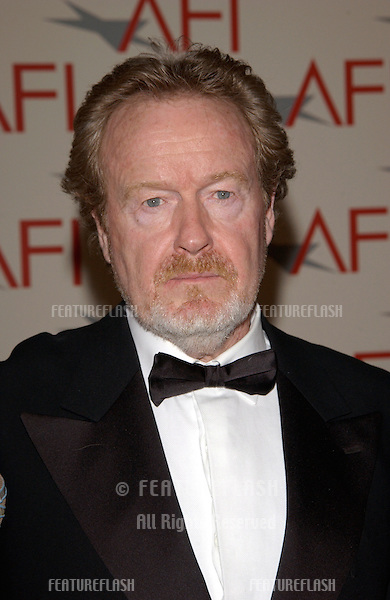 Director RIDLEY SCOTT at the AFI Awards 2001 at the Beverly Hills Hotel. .05JAN02..© Paul Smith/Featureflash