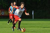 SAO PAULO, 10 DE JUNHO DE 2013 - TREINO SAO PAULO - O jogador Rodrigo Caio durante treino do Sao Paulo, no CT da Barra Funda, na tarde desta segunda feira, 10, região oeste da capital. (FOTO: ALEXANDRE MOREIRA / BRAZIL PHOTO PRESS)