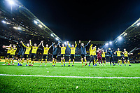 21.12.2018, xkvx, Fussball 1.Bundesliga, Borussia Dortmund - Borussia Moenchengladbach emspor, v.l. Borussia Dortmund Spieler feiern nach dem Sieg mit den Fans / feiern / Jubel / jubeln (DFL/DFB REGULATIONS PROHIBIT ANY USE OF PHOTOGRAPHS as IMAGE SEQUENCES and/or QUASI-VIDEO) Dortmund *** 21 12 2018 xkvx Football 1 Bundesliga Borussia Dortmund Borussia Moenchengladbach emspor v l Borussia Dortmund Players celebrate victory with fans celebrate cheers DFL DFB REGULATIONS PROHIBIT ANY USE OF PHOTOGRAPHS as IMAGE SEQUENCES and or QUASI VIDEO Dortmund  <br /> Foto Imago/Insidefoto