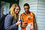 S&ouml;dert&auml;lje 2014-01-03 Basket Basketligan S&ouml;dert&auml;lje Kings - Bor&aring;s Basket :  <br /> Bor&aring;s James &quot;JJ&quot; Miller  ska skicka ett sms till en sl&auml;kting under en intervju med Expressen reporter efter matchen<br /> (Foto: Kenta J&ouml;nsson) Nyckelord:  glad gl&auml;dje lycka leende ler le portr&auml;tt portrait