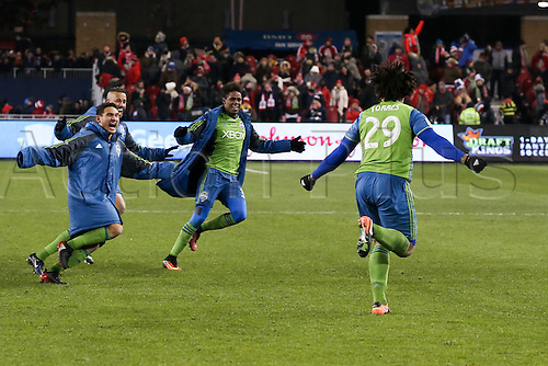 10.12.206. Toronto, ONT, Canada. MLS Football League Cup. Roman Torres #29 of Seattle Sounders celebrates with teammates after defeating Toronto FC 5-4 on penalty kicks of the MLS Cup Final on December 10, 2016, at BMO Field in Toronto, ON, Canada.