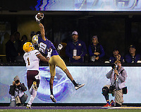 Kevin King makes the play of the game, a spectacular one-handed interception.