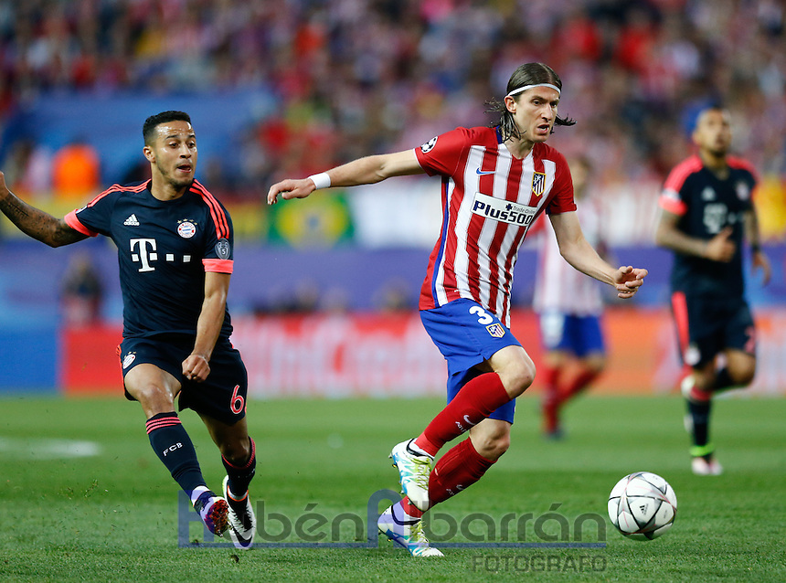 Atletico Madrid´s Brazilian defense Filipe Luis and Bayer Munich´s midfielder Thiago Alcantara during the UEFA Champions League match between Atletico Madrid and Fc Bayern Munich at the Vicente Calderon Stadium in Madrid, Wednesday, April 27, 2016.