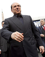 Il leader del Popolo della Liberta' Silvio Berlusconi arriva in Piazza del Popolo, Roma, 12 marzo 2008, per presentare presenta il Camper della Liberta'..Leader of the People of Freedom's center-right coalition Silvio Berlusconi, foreground, arrives in Rome's Piazza del Popolo, 12 march 2008 to present the Camper of Freedom..UPDATE IMAGES PRESS/Riccardo De Luca