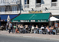 Bars and restaurants situated along the rue du port which overlooks the dock of Duperré, La Rochelle Charente-Maritime France