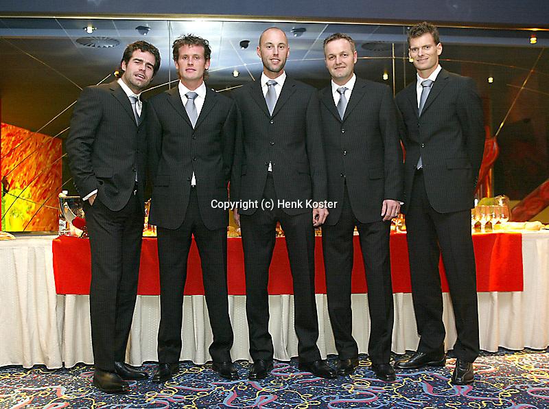 02-03-2006,Swiss,Freibourgh, Davis Cup , Swiss-Netherlands, Dutch team l.t.r. Raemon Sluiter, Dennis van Scheppingen, Peter Wessels, coach Tjerk Bogtstra and Sjeng Schalken