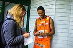 S&ouml;dert&auml;lje 2014-01-03 Basket Basketligan S&ouml;dert&auml;lje Kings - Bor&aring;s Basket :  <br /> Bor&aring;s James &quot;JJ&quot; Miller  skickar ett sms till en sl&auml;kting under en intervju med Expressen reporter<br /> (Foto: Kenta J&ouml;nsson) Nyckelord:  glad gl&auml;dje lycka leende ler le portr&auml;tt portrait