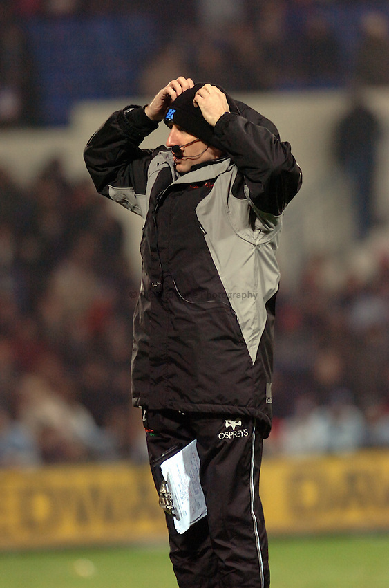 Photo: James Davies..Cardiff Blues v Ospreys. Magners Celtic League. 23/12/2006..Lyn Jones, Ospreys Head Coach