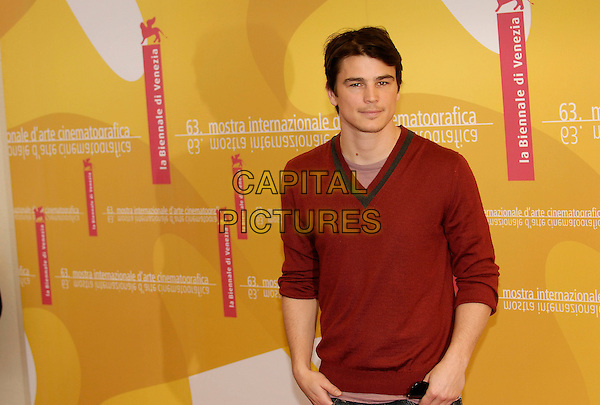 "JOSH HARTNETT.Photocall for ""The Black Dahlia"" on the first day of the 63rd Venice International Film Festival, Venice, Italy. .August 30th, 2006.Ref: KRA.half length red jumper.www.capitalpictures.com.sales@capitalpictures.com.©Persun/Capital Pictures"