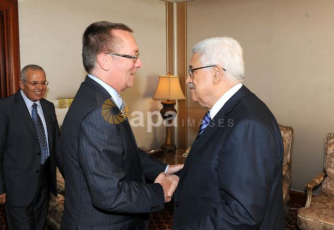 Palestinian President Mahmoud Abbas (Abu Mazen) meets with U.S assistant secretary of state, Jeffrey Feltman in Doha on Aug. 23, 2011. Photo by Thaer Ganaim